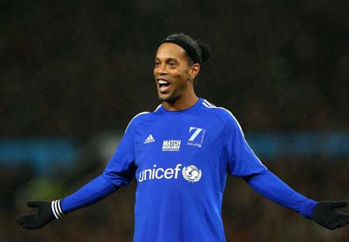Ronaldinho tuyên bố ngày treo giày sau 18 năm rực rỡ - 1