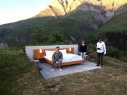 """Khách sạn lộ thiên """"siêu độc"""" trên đỉnh núi ở Thụy Sĩ"""