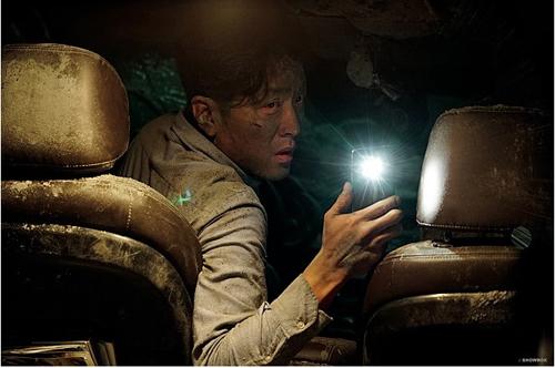 """Phim thảm họa sập hầm khiến khán giả Hàn """"đổ xô"""" tới rạp - 1"""