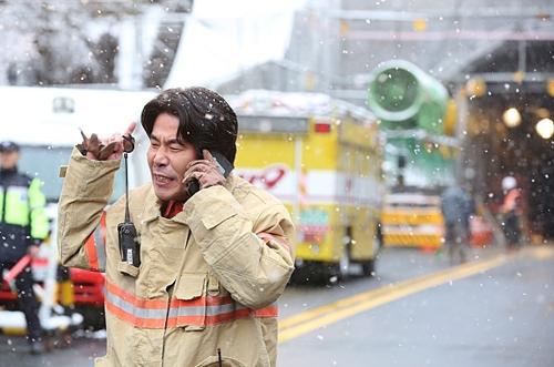 """Phim thảm họa sập hầm khiến khán giả Hàn """"đổ xô"""" tới rạp - 6"""