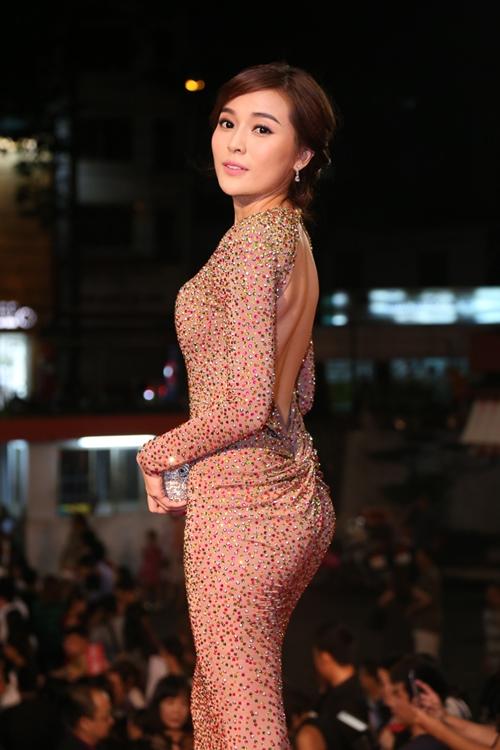 Tóc Tiên hở bạo trên sóng truyền hình - 7