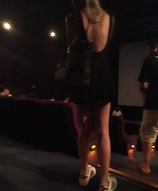 TQ: Chân dài gây sốc khi thả rông đi xem phim - 4