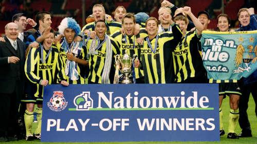 Derby nóng NHA: Khi MU ăn 3, Man City đá giải hạng 3 - 2