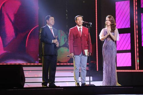 Bí thư Thăng trao giải tại VTV Awards - 2