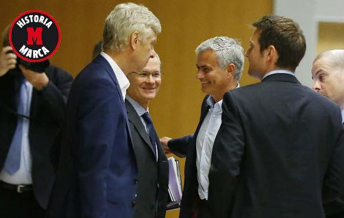 """Tiết lộ: Wenger hậm hực với """"chiếc ghế"""" của Mourinho - 1"""