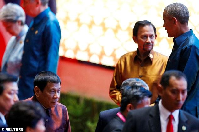 Obama gặp Tổng thống Philippines dù bị xúc phạm - 1