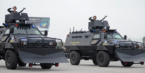 """Ngắm dàn xe chống đạn """"khủng"""" của lực lượng CSCĐ - 4"""