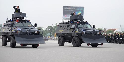 """Ngắm dàn xe chống đạn """"khủng"""" của lực lượng CSCĐ - 3"""