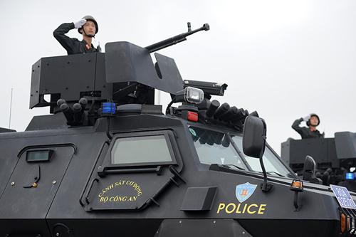 """Ngắm dàn xe chống đạn """"khủng"""" của lực lượng CSCĐ - 6"""