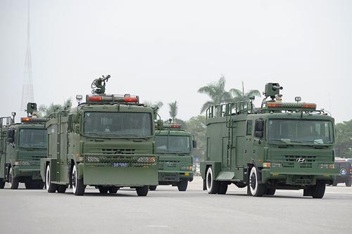 """Ngắm dàn xe chống đạn """"khủng"""" của lực lượng CSCĐ - 8"""