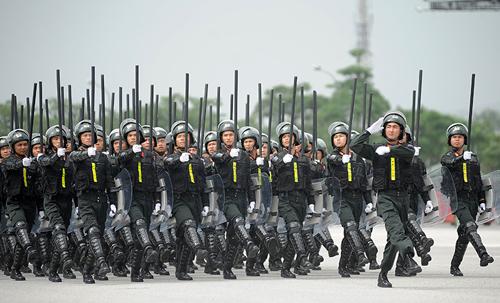 """Ngắm dàn xe chống đạn """"khủng"""" của lực lượng CSCĐ - 11"""