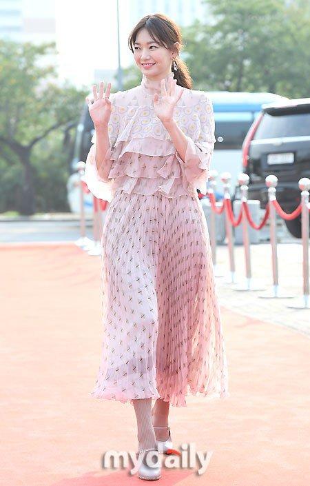 Nhã Phương nổi bật với áo dài trên thảm đỏ xứ Kim chi - 10