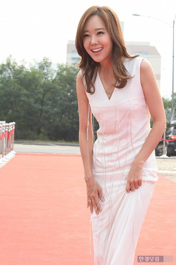Nhã Phương nổi bật với áo dài trên thảm đỏ xứ Kim chi - 11