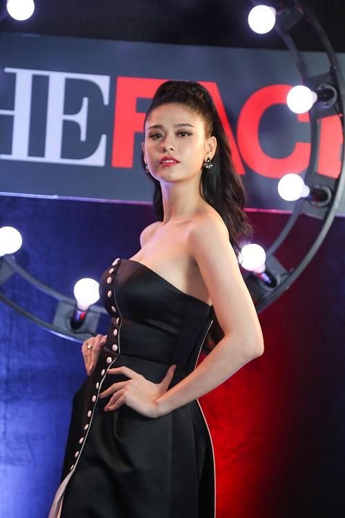 Trương Quỳnh Anh sexy, hở bạo sau khi sinh quý tử - 1