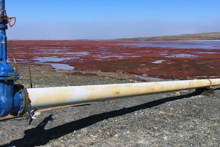 Dòng sông đỏ lòm như máu khiến dân Nga hoảng sợ - 3