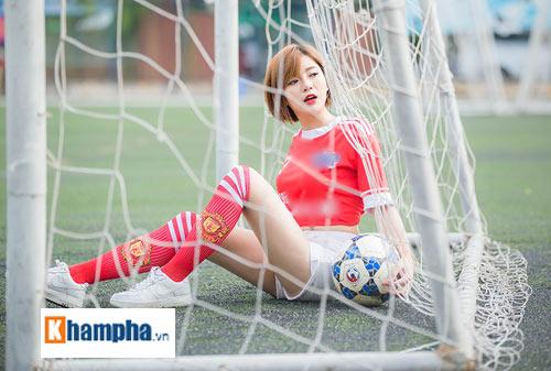 """Hot girl Tú Linh: """"MU sẽ thắng kịch tính Man City"""" - 1"""