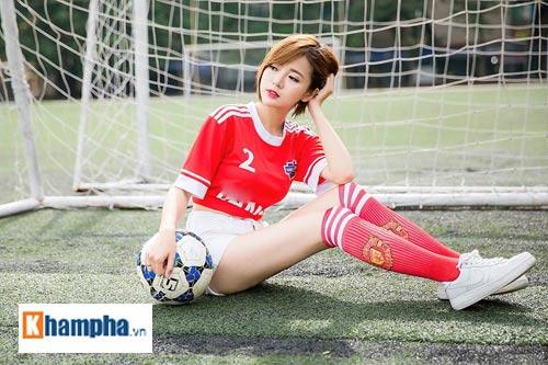 """Hot girl Tú Linh: """"MU sẽ thắng kịch tính Man City"""" - 2"""