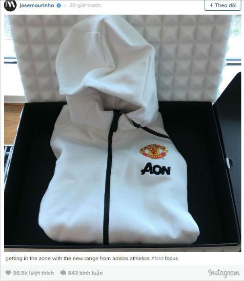 MU: Fellaini hứa trả ơn Mourinho, Ibra đảm bảo có cúp - 4