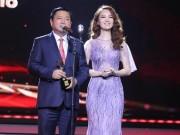 Bí thư Thăng trao giải tại VTV Awards