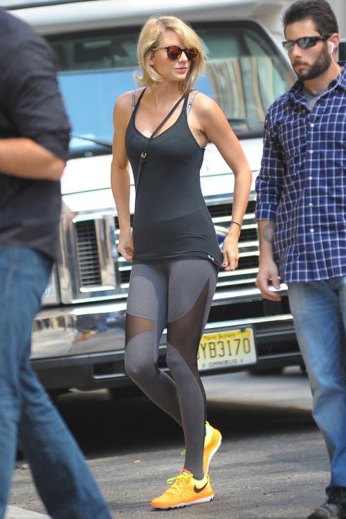 Học cách mặc legging chất như Kendall Jenner - 2