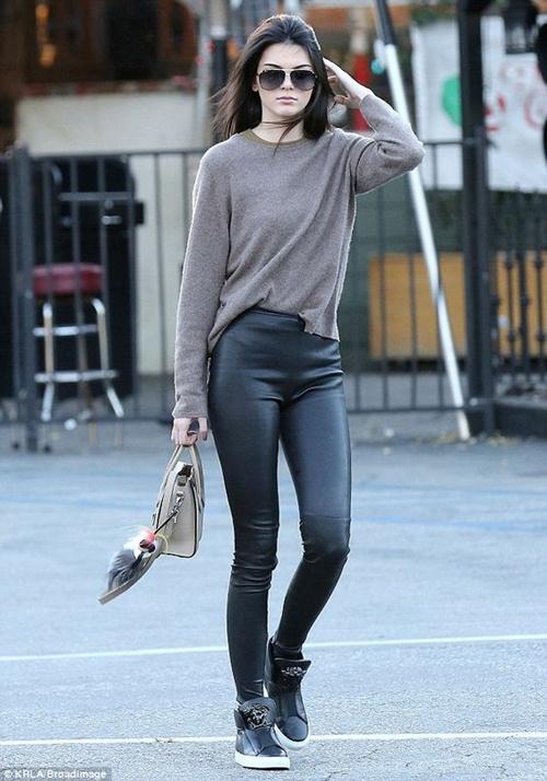 Học cách mặc legging chất như Kendall Jenner - 11