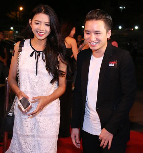 Phan Mạnh Quỳnh ngại ngùng đưa bạn gái đi xem phim - 1