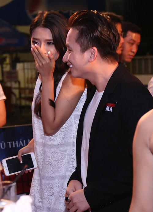 Phan Mạnh Quỳnh ngại ngùng đưa bạn gái đi xem phim - 2