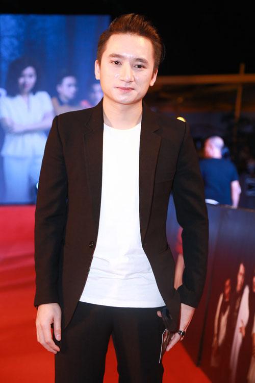 Phan Mạnh Quỳnh ngại ngùng đưa bạn gái đi xem phim - 3