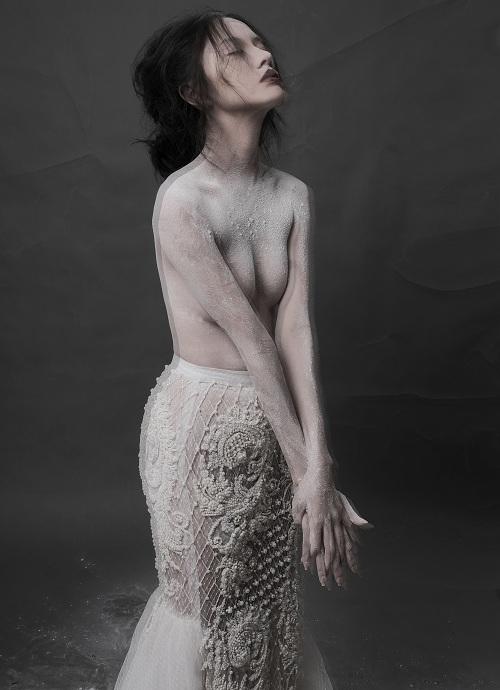 Hotgirl Thanh Vy khoe dáng nuột trong sắc trắng tinh khôi - 5