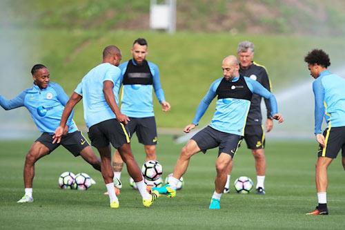 Trước derby: Pep tung chiêu mới để hạ MU - Mourinho - 11