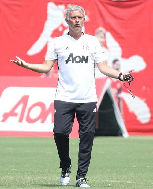 Trước derby: Pep tung chiêu mới để hạ MU - Mourinho - 2
