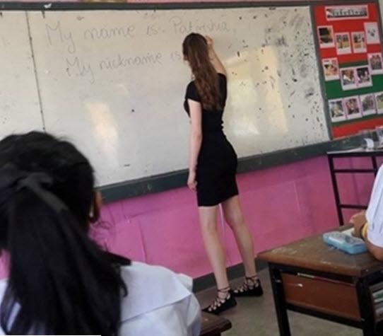 Cô giáo mặt học sinh, thân hình phụ huynh gây sốt - 5