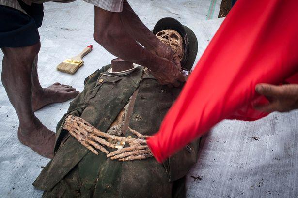 """Nơi xác chết """"đứng dậy"""", ăn diện chải chuốt dự lễ - 5"""