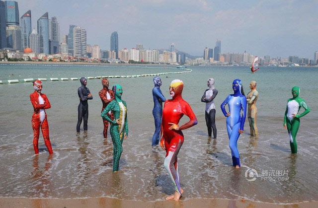 """Loạt bikini bịt mặt """"phá đảo thế giới ảo"""" của Trung Quốc - 6"""