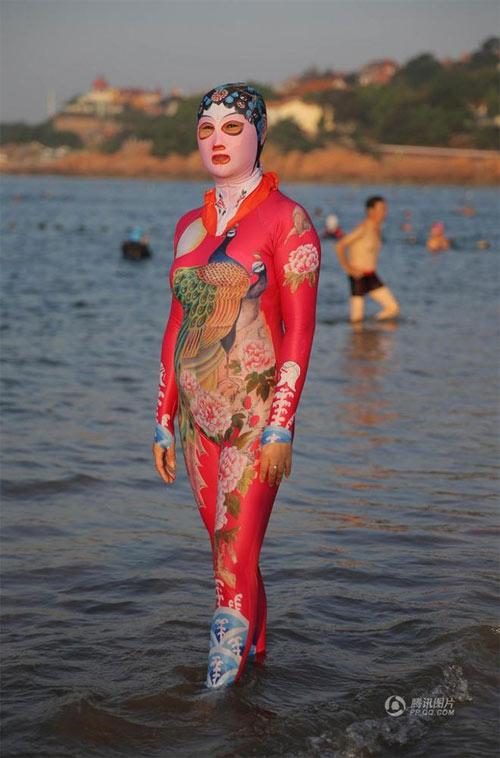 """Loạt bikini bịt mặt """"phá đảo thế giới ảo"""" của Trung Quốc - 4"""