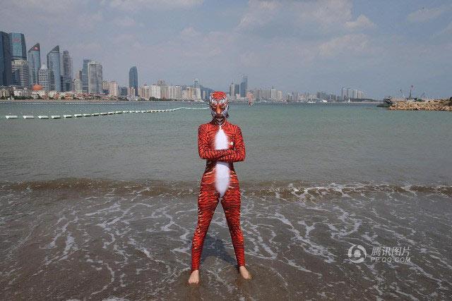 """Loạt bikini bịt mặt """"phá đảo thế giới ảo"""" của Trung Quốc - 7"""