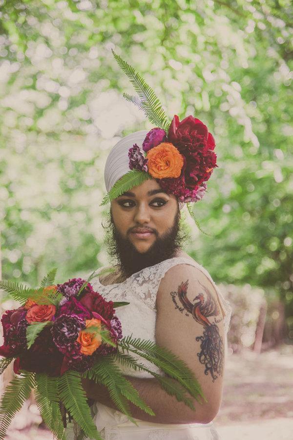 Mẫu nữ gây sốc với bộ râu quai nón rậm rạp - 1