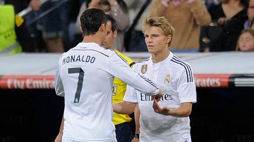 Real bị cấm chuyển nhượng: Khó đua được với Barca - 2