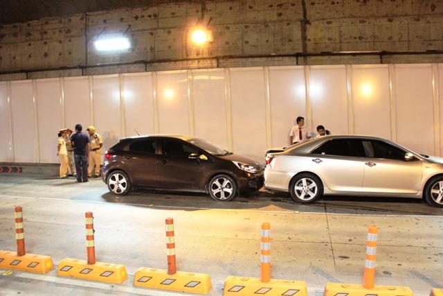 3 ô tô đâm nhau trong hầm vượt sông Sài Gòn - 1