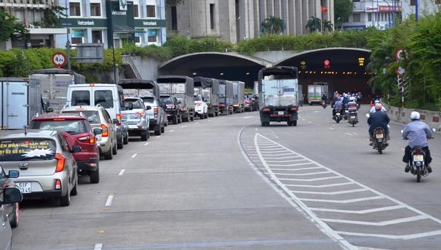 3 ô tô đâm nhau trong hầm vượt sông Sài Gòn - 2