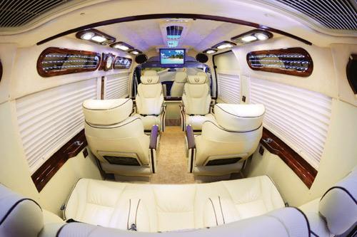 Dịch vụ vận chuyển hành khách cao cấp bằng xe Dcar Limousine - 1