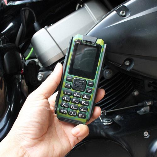 Điện thoại siêu bền, chống nước pin dùng 20 ngày giá 599.000đ gây sốt - 1