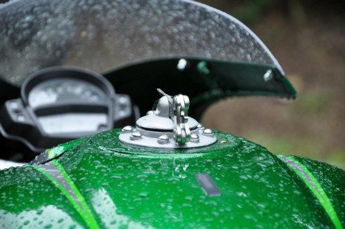 Soi Kawasaki Vulcan S độ như quái vật xanh - 7