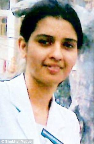 Ấn Độ: Từ chối cầu hôn, cô gái bị tạt axit đến tử vong - 1