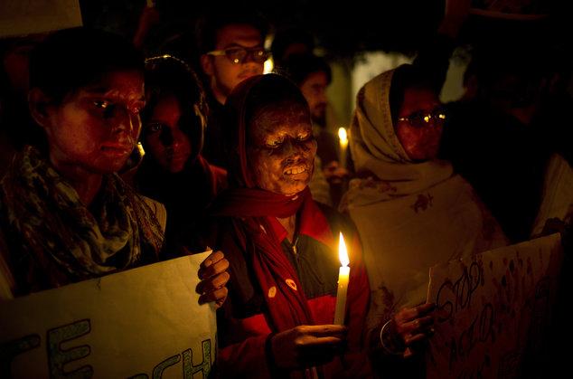 Ấn Độ: Từ chối cầu hôn, cô gái bị tạt axit đến tử vong - 2