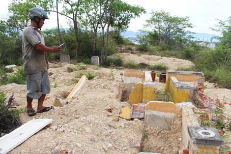 Cải táng 147 ngôi mộ bị dự án du lịch sinh thái đào phá - 1