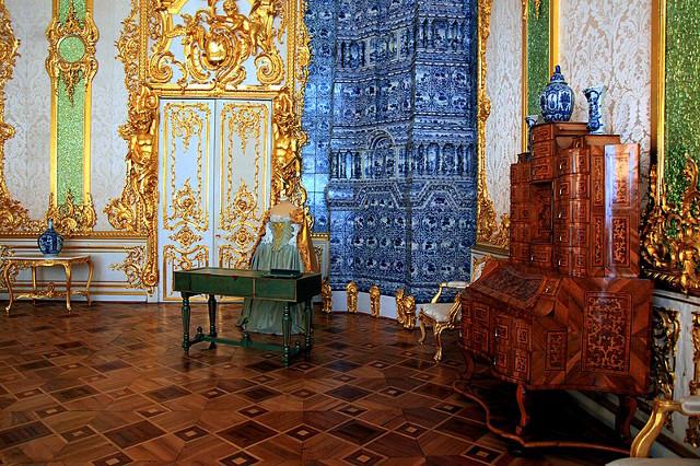 Bà mẹ Trung Quốc cho con tè giữa cung điện Nga tráng lệ - 3