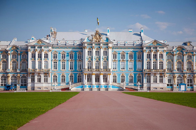 Bà mẹ Trung Quốc cho con tè giữa cung điện Nga tráng lệ - 4