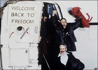 52 con tin bị giam 444 ngày và nỗi xấu hổ biệt kích Mỹ - 4