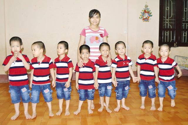 Câu hỏi nhói lòng của 8 đứa trẻ được giải cứu từ TQ - 1